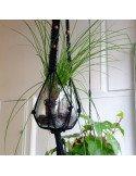 Porte plante en macramé noir à suspendre et perles decoration tropicale