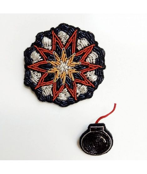Broche brodée bombe macon et lesquoy broderie main canetille russe