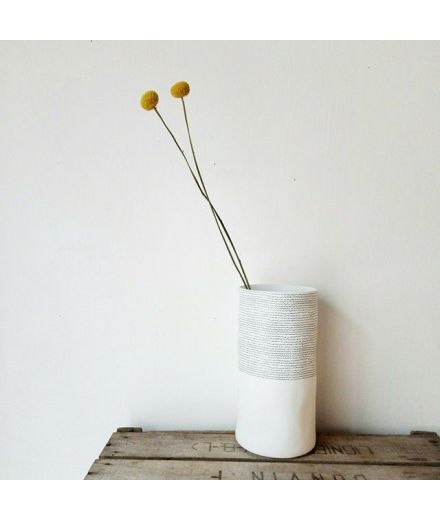 Vase pointilliste rader porcelaine design minimaliste decoration tendance scandinave