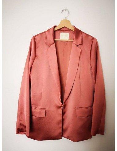 Veste femme satin brillant rose poudre nude sans bouton